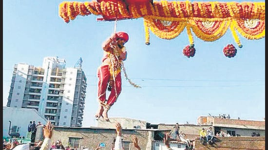 The practice of 'Bagad', prevalent in eastern Maharashtra even today, is ritual in which devotees fulfil vows to a deity by whirling themselves on a wooden pole. (HT PHOTO)