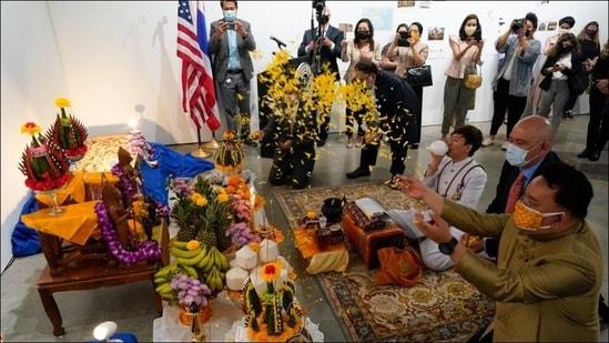 Religious sandstone artifacts, stolen half-century ago, returned to Thailand(Twitter/nbcchicago)