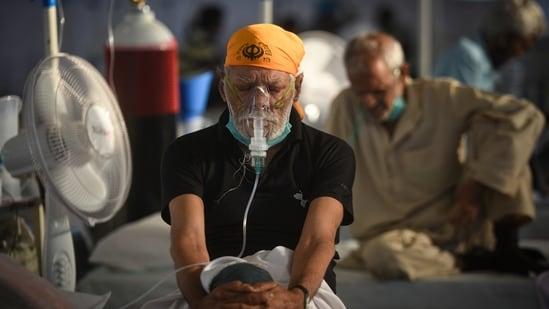 New Delhi, India - May 27, 2021: Patients undergoing treatment at the Covid-19 Care centre setup in Rakab Ganj Gurudwara, New Delhi, India, on Thursday, May 27, 2021. (Sanchit Khanna/HT PHOTO)