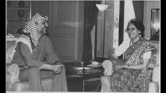 Yasser Arafat with Prime Minister Indira Gandhi on 07 June, 1983. (HT Photo)