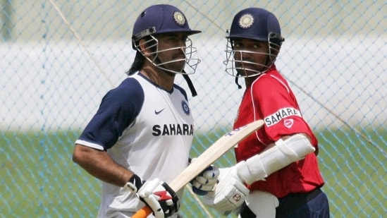 MS Dhoni (L) and Robin Uthappa train in the nets in 2007. (Getty Images)