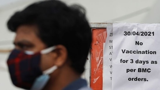 According to the BMC, a total of 30,90,130 citizens in Mumbai have been administered Covid-19 vaccines since the inoculation drive started on January 16. REUTERS/Francis Mascarenhas(REUTERS)