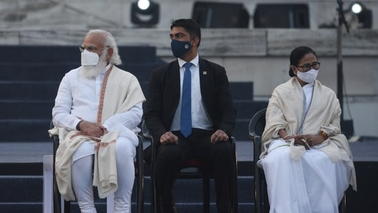 Mamata Banerjee met PM Modi for a short period of time on Friday citing she had to meet other state officials regarding cyclone Yaas. The last time both leaders met was during the Parakram divas celebrations on the occasion of the 125th birth anniversary of Netaji Subhas Chandra Bose at Victoria Memorial Hall In january. ( Samir Jana / Hindustan Times File Photo)