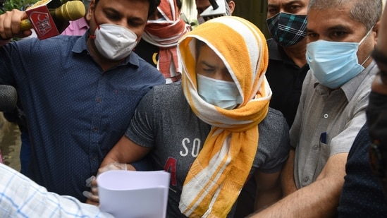 Olympic wrestler Sushil Kumar and his associate Ajay Kumar (back) in the custody of Delhi Police Special cell in New Delhi, India, on Sunday, May 23, 2021. (Photo by Arvind Yadav/ Hindustan Times)