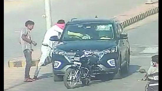 The murder of the Bharatpur doctor couple, Dr Sudeep Gupta and his wife Dr Seema Gupta, was captured in a CCTV video. (Screengrab)