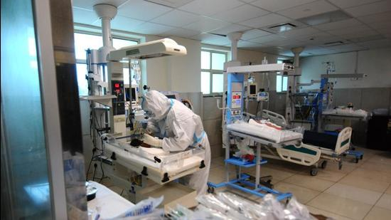 The committee, which was set up by the deputy commissioner on May 25, found that the hospitals had not raised the bills according to rates fixed by the state government. (Picture for representational purposes only) (HT FILE)