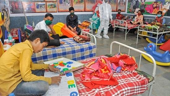 Children undergo treatment at a Covid care centre in Sangli on Friday.(PTI)