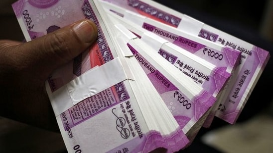 Foreign institutional investors were net sellers in the capital market on Thursday as they offloaded shares worth <span class='webrupee'>₹</span>660.90 crore, as per exchange data.(Representational Image)