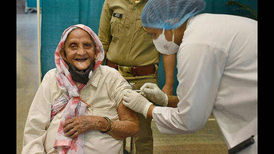 Though there was a realisation, well before the advent of the virus, that we have to plan for a geriatric population, this is not fully understood by either doctors or caregivers, few of whom have specialised in this field (Sunil Ghosh / Hindustan Times)