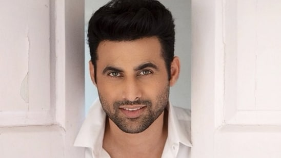 Freddy Daruwala, in a tweet addressed to Shah Rukh Khan, Red Chillies Entertainment and director Ajay Bahl, sought a role in Freddy.