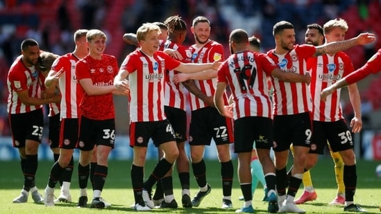 Brentford players celebrate after winning the Championship Play-Off Final(Action Images via Reuters)