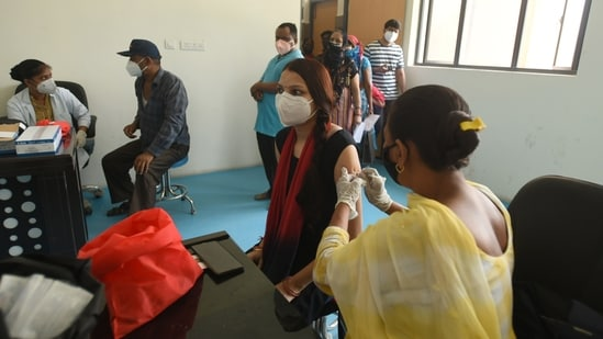 People being vaccinated against Covid-19 at Bhangel CHC Hospital sector 110, in Noida, India, on Saturday, May 29, 2021. (Photo by Sunil Ghosh / Hindustan Times)