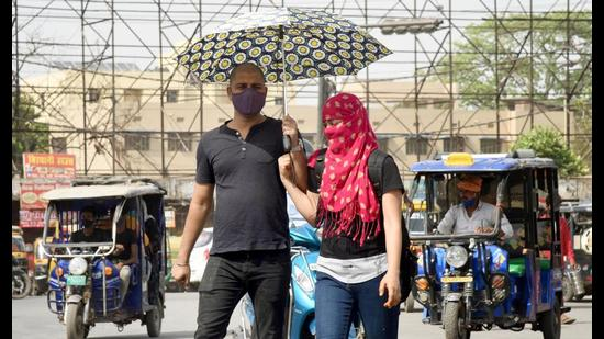 A 2018 World Bank study shows that shifting average temperatures and rainfall patterns will depress living standards. There is an optimal temperature beyond which any increases in temperature lead to a fall in household consumption expenditure (SantoshKumar/HTPhoto)