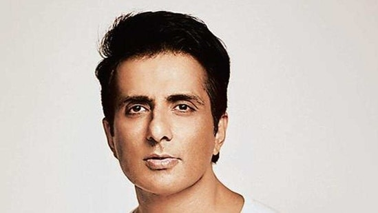 Actor Sonu Sood emerged as a real-life hero for migrant labourers in the Covid 19 lockdown last year.(HT_PRINT)