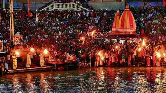 As many as 21 lakh people bathed in the river on April 12 on Somwati Amavasya, 13.51 lakh on Mesh Sankranti on April 14 and 25,104 people on Chaitra Purnima on April 27.(AFP)