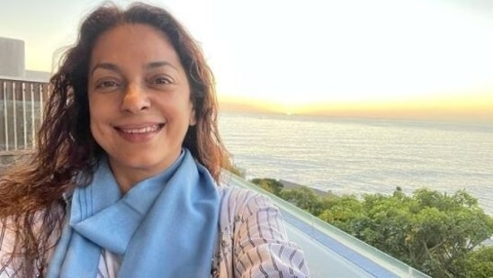 Juhi Chawla shares a candid selfie with the setting sun in the background, see here | Entertainment News - Hindustan Times