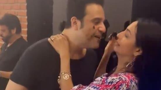 Krushna Abhishek and Kashmera Shah kiss as they celebrate his birthday.