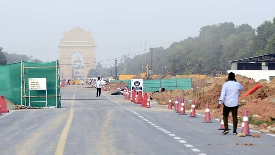 Work on the Central Vista Avenue Redevelopment project underway at Rajpath on Monday.(Arvind Yadav/HT PHOTO)