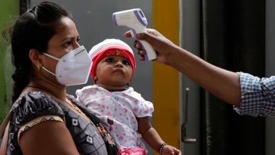 Delhi reported 946 cases of Covid-19 and 78 fatalities due to the disease in the last 24 hours, according to a state health bulletin on Sunday.(AP)