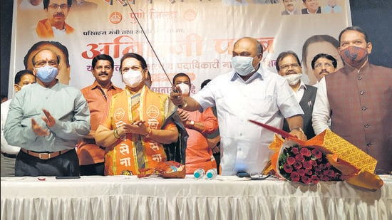 Anil Parab (holding sword and inset) at a Shiv Sena programme at Pune's Nehru Memorial hall. The Nashik police have begun an investigation into allegations of corruption against Parab. (HT PHOTO)