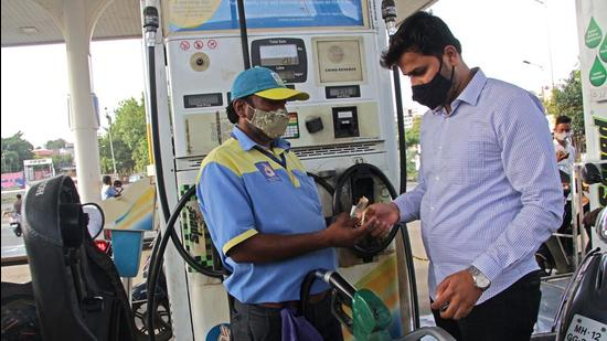 The price of petrol and diesel has risen by <span class='webrupee'>₹</span>3.83/litre and <span class='webrupee'>₹</span>4.42/litre across the country since May 4. (Photo by Ravindra Joshi/HT PHOTO)