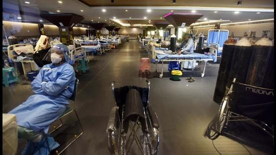 A view inside the temporary Covid Care Centre set up at Shehnai Banquet Hall attached to LNJP hospital, in New Delhi, on Friday, May 28. (Sanjeev Verma/HT photo)