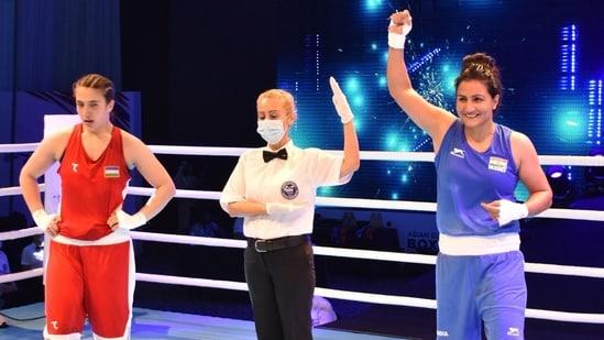India boxer Pooja Rani (R) won gold at Asian Boxing Championships(Twitter)