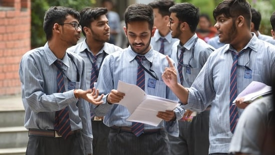 CGBSE class 12th admit card: Students of class 12th leave after appearing for the CBSE Board Exam of accountancy in New Delhi.(Sanchit Khanna/HT PHOTO)