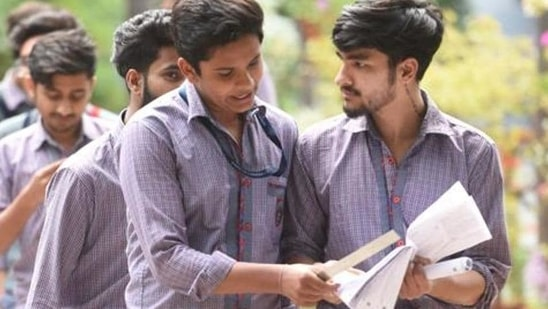 Class 12 results: CISCE schools busy uploading Class 11 marks for 12th students(Sanchit Khanna/HT PHOTO)