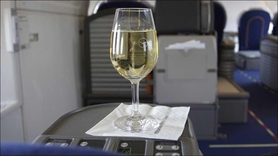 American and Southwest airlines postpone serving alcohol after in-flight assault(Twitter/GasperWineGuy)