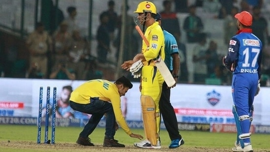 A fan touches MS Dhoni's feet during an IPL 2018 match: File photo(Twitter)