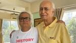 Hansal Mehta con su padre.