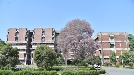 IIT Kanpur admissions 2021: The four programs are masters in communication systems, cybersecurity, power sector regulation, economics and management, and commodity markets and risk management. The programs can also be sponsored by corporates for their employees.(HT Photo)