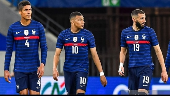Benzema and Varane played 90 minutes in France's 3-0 win against Wales. (Twitter)