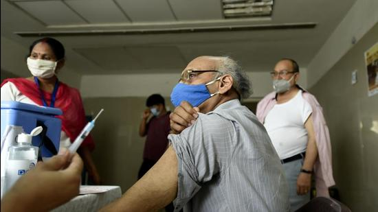 An elderly man gets vaccinated against Covid-19 at sector 30 district hospital, in Noida, Uttar Pradesh. (HT file)