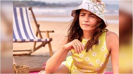 Alia Bhatt in floral crop top and shorts looks summer ready at the beach(Instagram/@aliaabhatt)