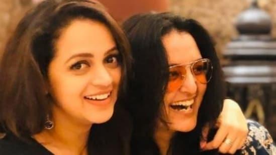 Bhavana (left) shares a candid moment with Manju Warrier.