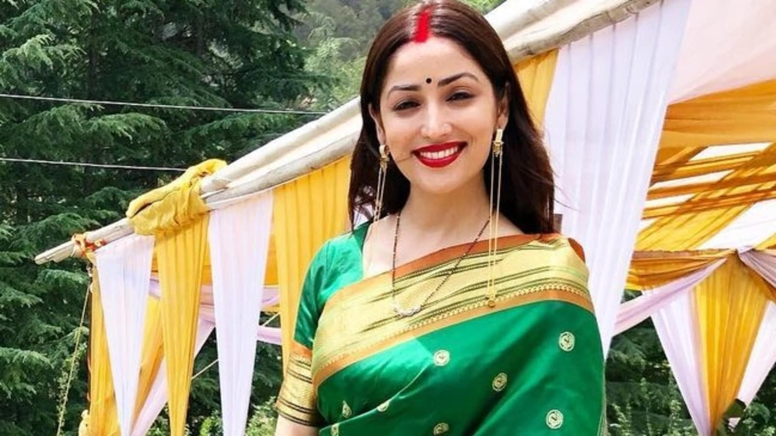 Yami Gautam smiles bright in green saree, see her first picture after wedding | Bollywood - Hindustan Times