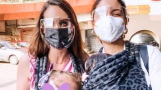 Anushka Sharma poses with Danielle de Villiers.