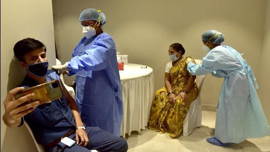 Covid vaccination drive at NCPA Society, Nariman Point, in Mumbai on Friday, June 4. (Anshuman Poyrekar/HT photo)