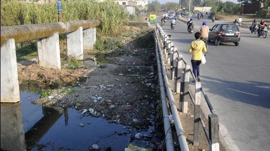 It was in 2019 that directions were issued to ensure release of 100% treated water into rivers and nullahs by March March 31, 2020. However, NGT observed that there was hardly any significant improvement. (HT FILE PHOTO)