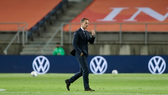 Netherlands' coach Frank de Boer walks on the pitch at the end of the international friendly soccer match between the Netherlands and Scotland.(AP)