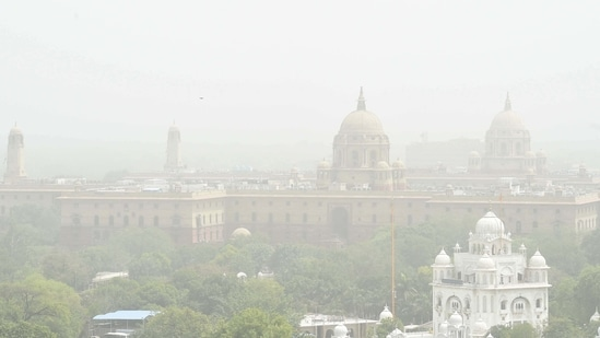 IMD scientists said dusty south-westerly winds have been blowing through the national capital since Tuesday, spiking pollution levels.(Arvind Yadav/HT PHOTO)