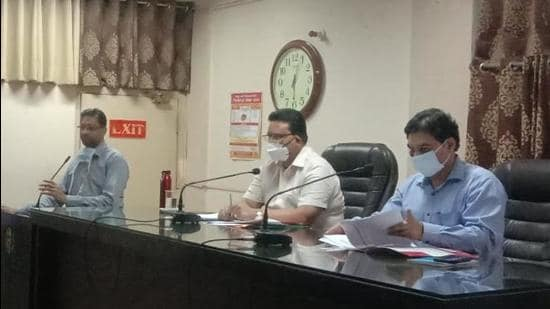 MC Commissioner Pardeep Sabharwal convening a meeting at Zone-A office in Ludhiana on Wednesday. (HT Photo)