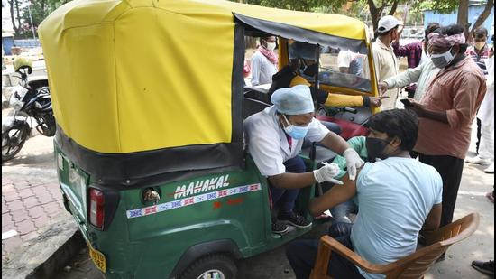 Health workers administer Covid-19 vaccine to auto-rickshaw drivers outside the railway station in Ranchi, Jharkhand, on Tuesday, June 8. (PTI)