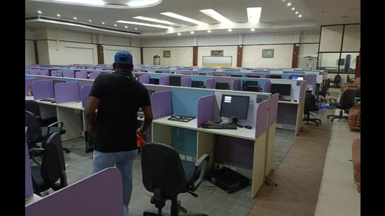 As many as 200 computers, 10 laptops, <span class='webrupee'>₹</span>2.5 lakh in cash, 11 mobile phones and an internet server were recovered from the illegal call centre. (HT File)
