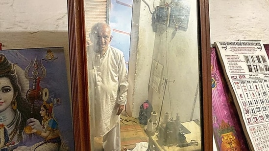 At 85, the fully vaccinated Mr Ahuja is secluded within his home in Gurugram's Ram Nagar.(Mayank Austen Soofi)