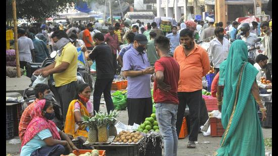 With cases declining steadily, footfall at the weekly apni mandis has also increased. (HT Photo)