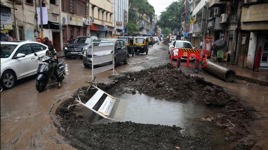 An incomplete civic road word on Bajirao road near Shanipar in Pune, on Wednesday. (KALPESH NUKTE/HT)