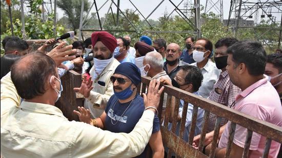 Residents protesting outside the PSPCL office in Ludhiana on Thursday. (Gurpreet Singh/HT)
